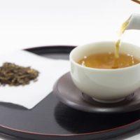 ほうじ茶 ice or hot と生麩2本