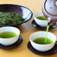緑茶 ice or hot と生麩2本